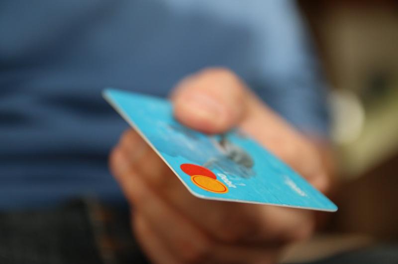Flacher Gegenstand wie zum Beispiel eine Kreditkarte