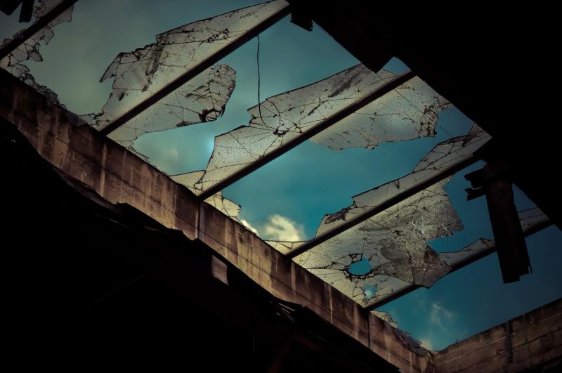 Völlig zerstörte Dachfenster