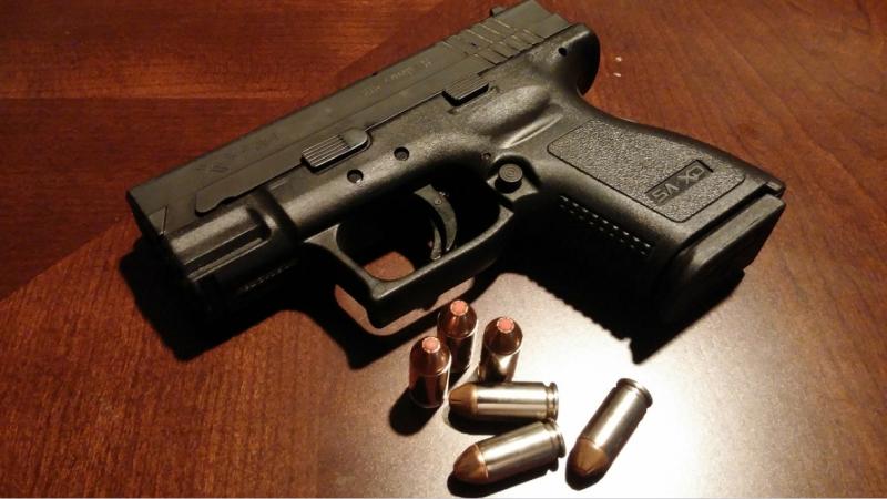 Pistole und Patronen